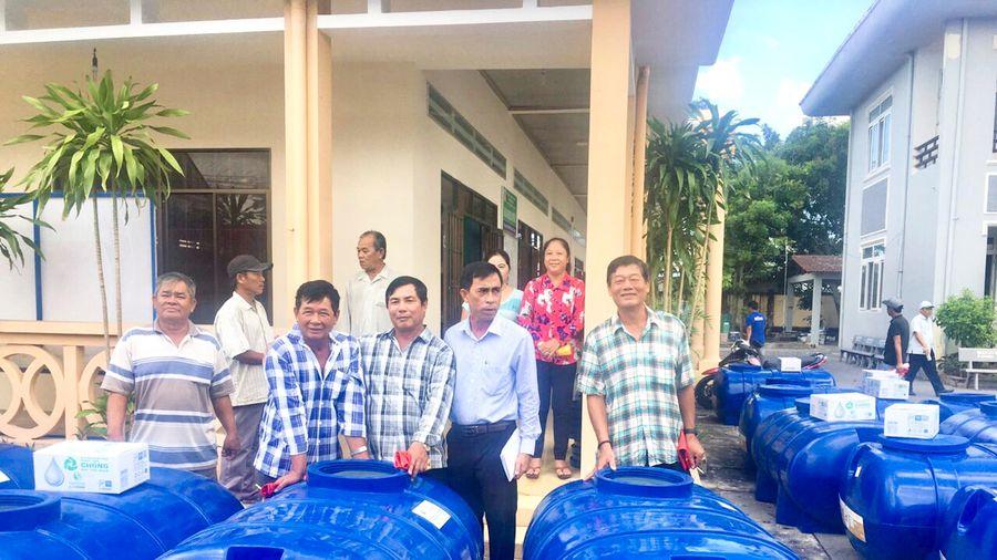 Tặng 75 bồn chứa nước ngọt cho ngư dân huyện Đất Đỏ