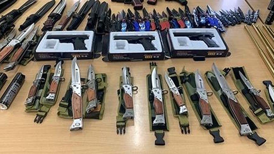 Triệt phá đường dây mua bán vũ khí thô sơ và công cụ hỗ trợ