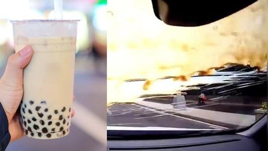 Đừng bao giờ cãi lộn với một người vừa mua trà sữa trân châu, vì đây sẽ là cái kết!