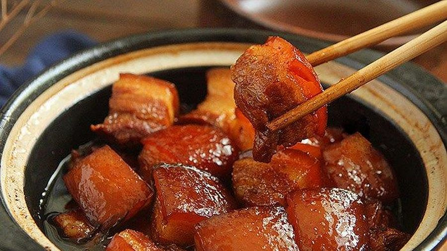 Kho thịt không cần nước, vẫn mềm đỏ bóng, đưa cơm vô cùng