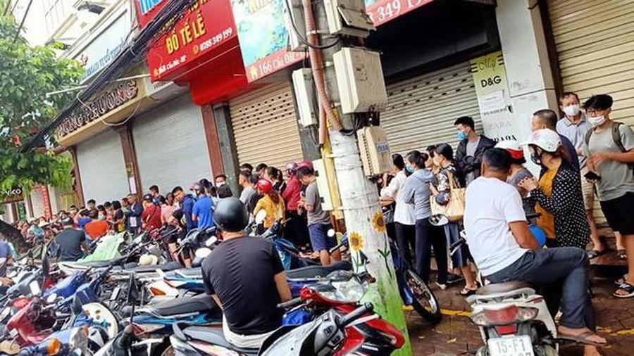 Thị trường ngày 25/9: Người Hà Nội xếp hàng mua bánh trung thu như thời bao cấp