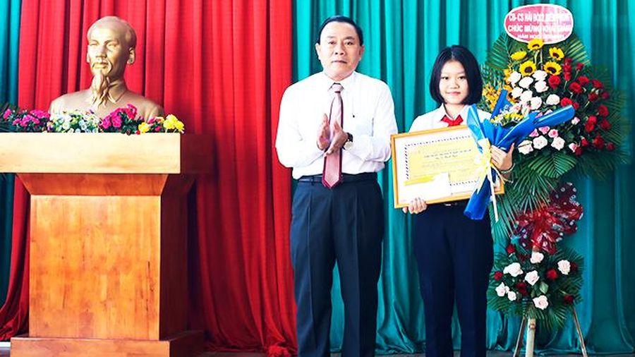Ngôi trường chuyên giật giải… viết thư UPU