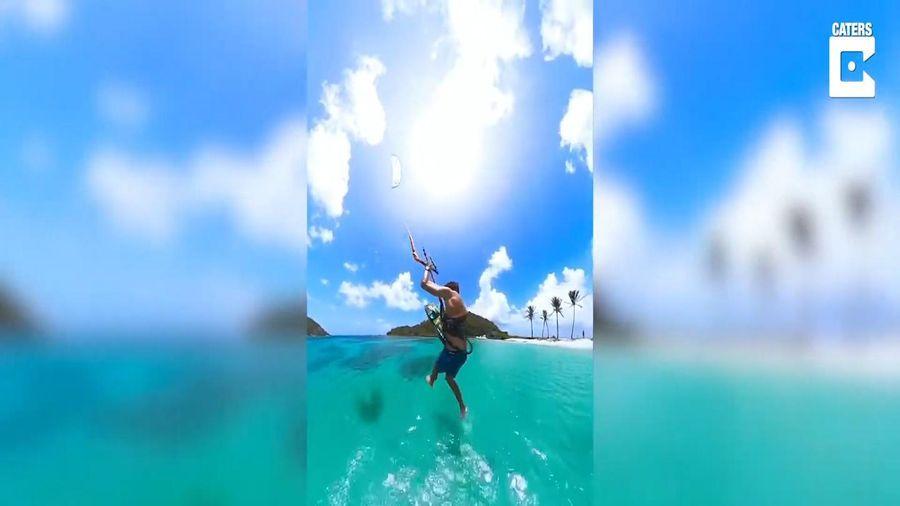 Vận động viên lướt ván diều trổ tài 'đi bộ' trên mặt biển
