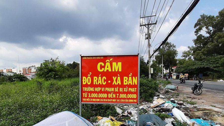 Điểm 'Cấm đổ rác' thành bãi rác