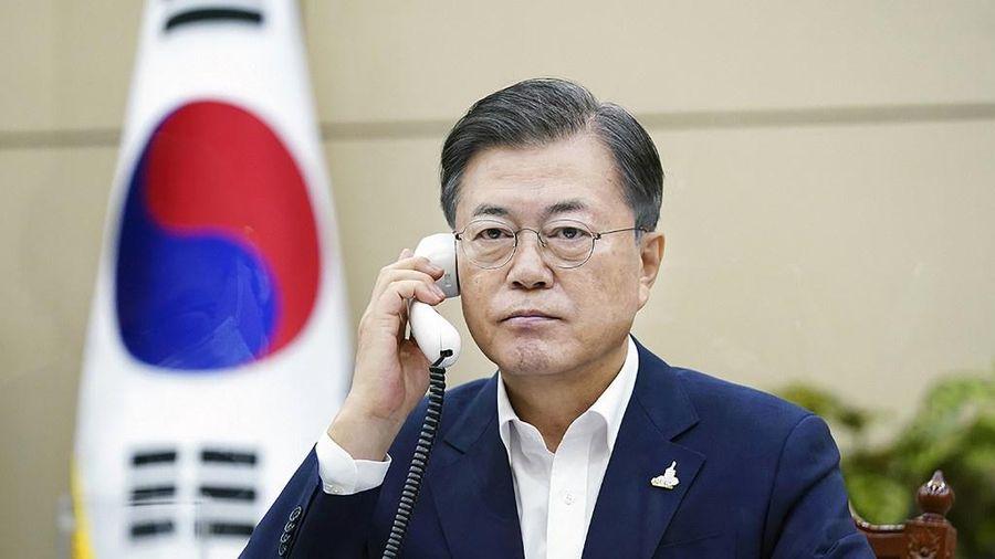 'Nghi vấn phà Sewol' lặp lại ở Nhà Xanh sau vụ viên chức bị bắn chết