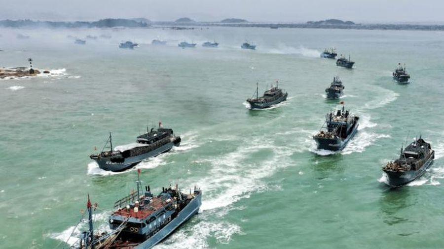 Hàng trăm tàu đánh cá Trung Quốc áp sát lãnh hải Peru
