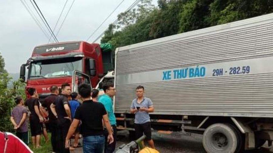 Quốc lộ 3 bị tắc nghẽn vì xe tải đối đầu nhau