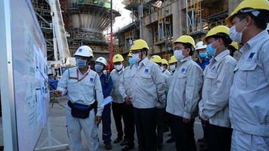 Lãnh đạo Tập đoàn Dầu khí Việt Nam làm việc với Công ty Cổ phần Lọc hóa dầu Bình Sơn