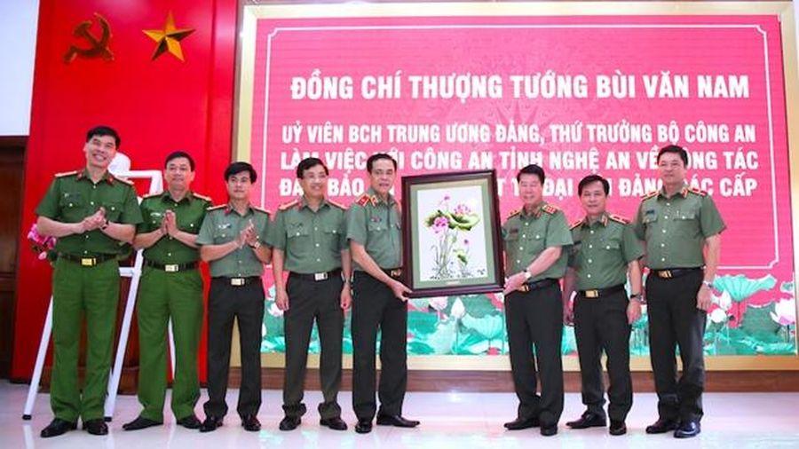 Thứ trưởng Bộ Công an Bùi Văn Nam làm việc tại Công an tỉnh Nghệ An