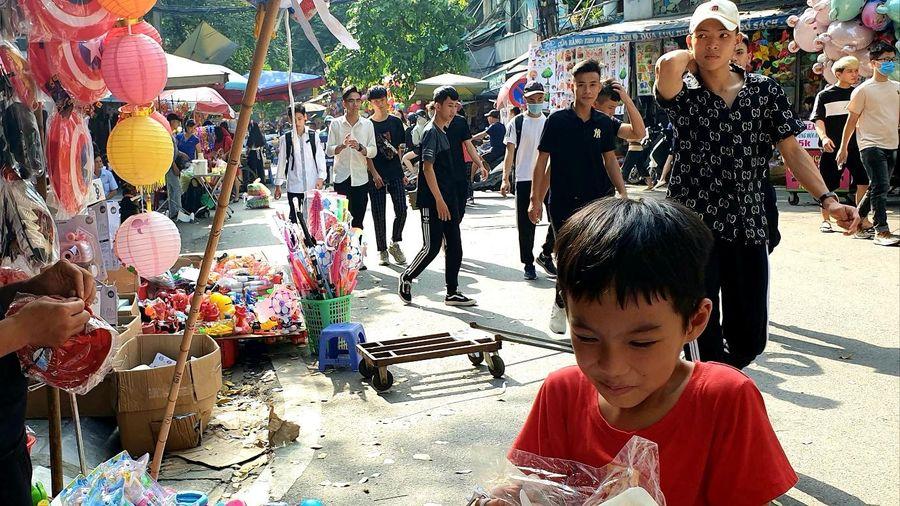 Hà Nội: Phố Hàng Mã rực rỡ chuẩn bị đón Trung Thu