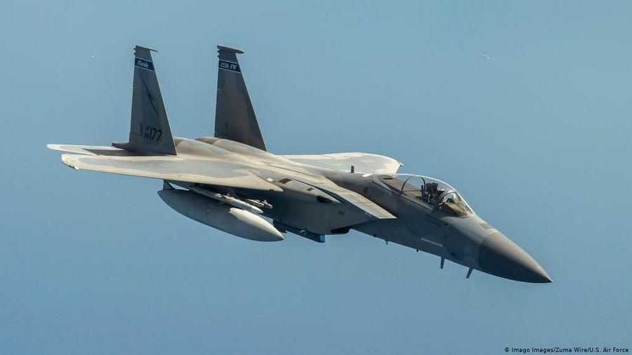 Máy bay chiến đấu F-15 của Mỹ phải 'xả' hết tên lửa xuống biển và hạ cánh khẩn cấp