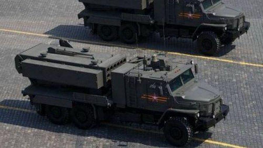 Quân đội Nga lần đầu sử dụng hệ thống phun lửa hạng nặng TOS-2 Tosochka