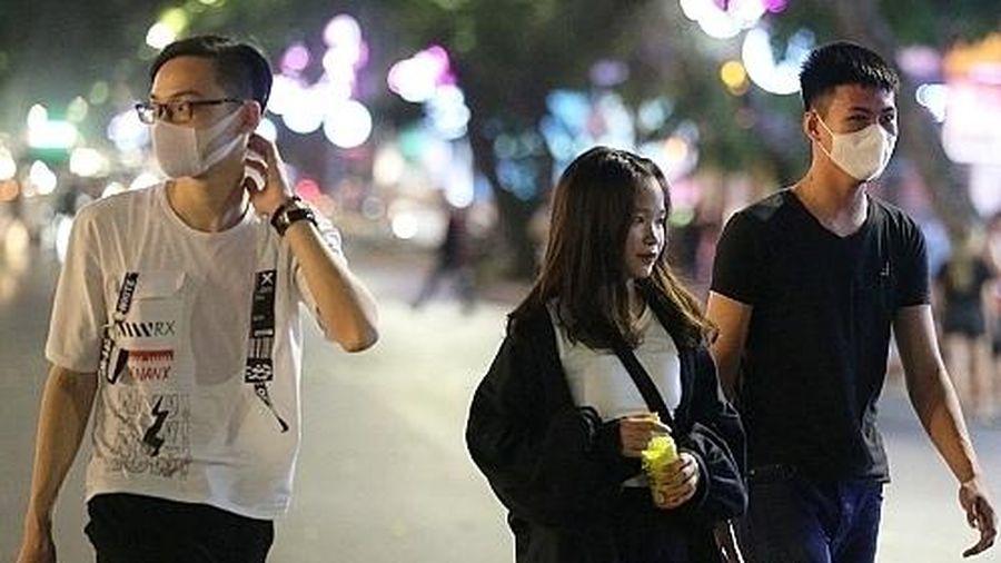 Phải ăn mặc lịch sự, hành vi chuẩn mực, không dắt theo vật nuôi tại phố đi bộ hồ Hoàn Kiếm