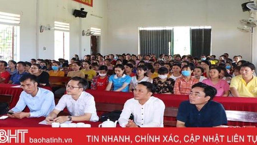 Bồi dưỡng chủ nghĩa yêu nước cho 200 công nhân may mặc ở Cẩm Xuyên