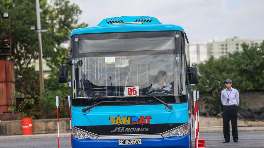 Những màn trình diễn điêu luyện của tài xế xe buýt Hà Nội