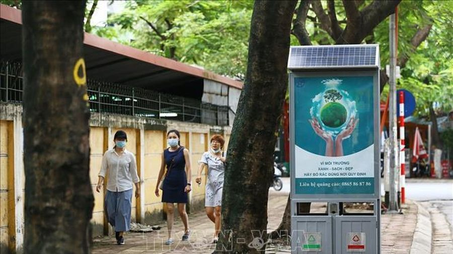 Cận cảnh thùng rác công nghệ bảo vệ môi trường bằng năng lượng tái tạo