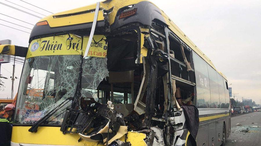 Xe khách giường nằm đâm vào đuôi xe tải, lái xe tử vong tại chỗ