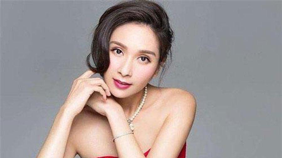 Vụ đánh ghen huyền thoại Cbiz: Hoa hậu châu Á đẹp nhất lịch sử bị 'chính thất' tát tới tấp, thân bại danh liệt và sự thật sáng tỏ sau 5 năm