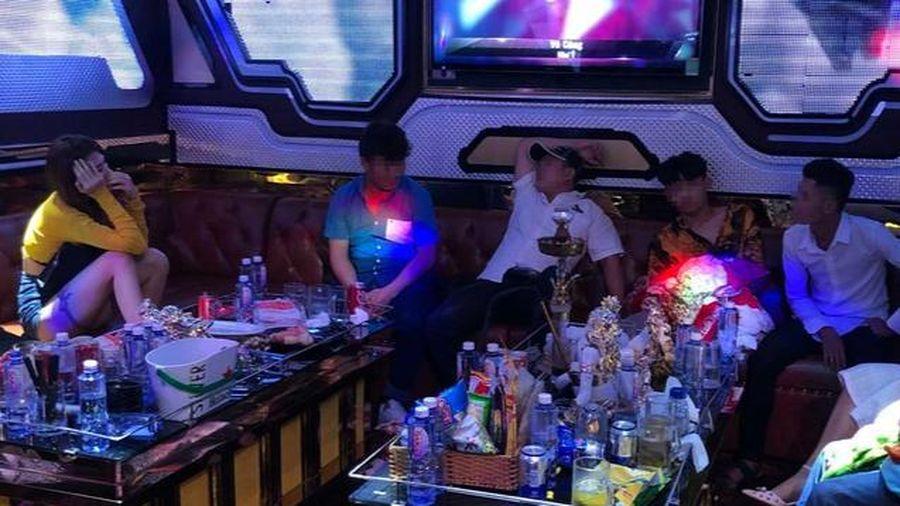 Phát hiện 33 nam nữ thanh niên dương tính với ma túy trong quán karaoke lúc 1h sáng