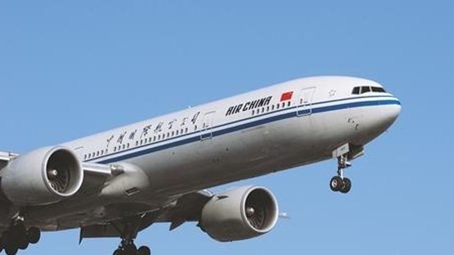 Máy bay Trung Quốc hạ cánh khẩn cấp vì hành khách tử vong trong toilet