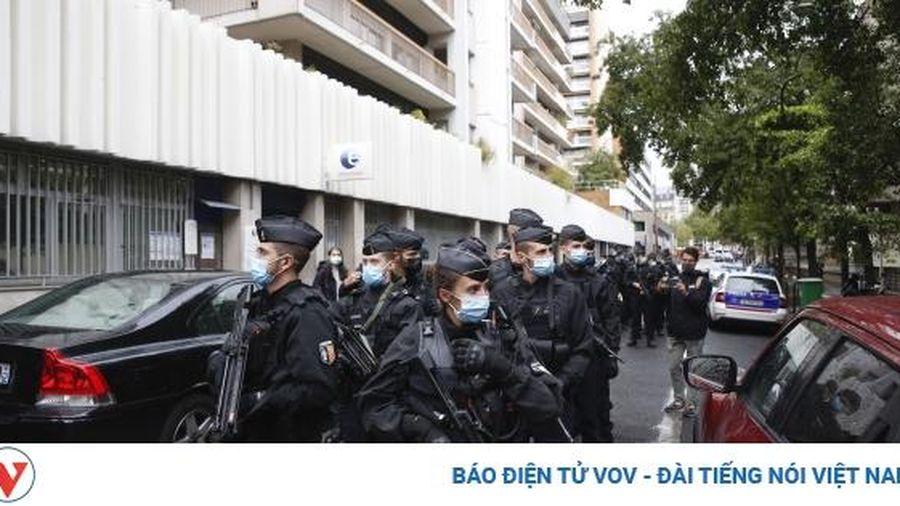 Bộ trưởng Nội vụ Pháp: Vụ tấn công bằng dao nhằm vào nhà báo là hành động khủng bố