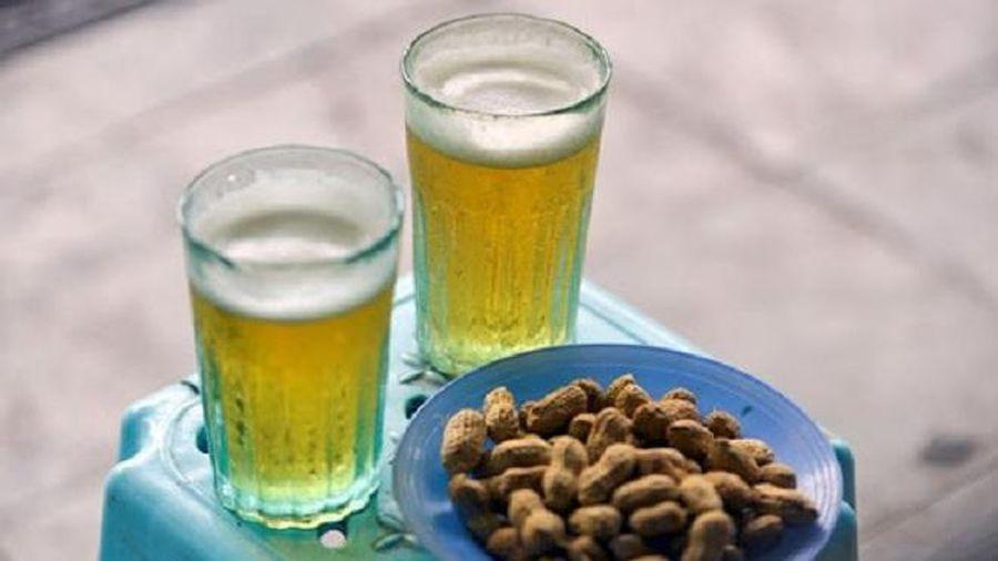 Chê cốc bia hơi 'cóc gặm', vậy cốm Vòng gói lá sen cũng là bảo thủ sao?