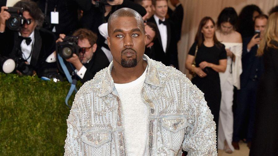 Kanye West: 'Tôi sẽ diện đồ Air Jordan đến khi có thêm quyền ở adidas'