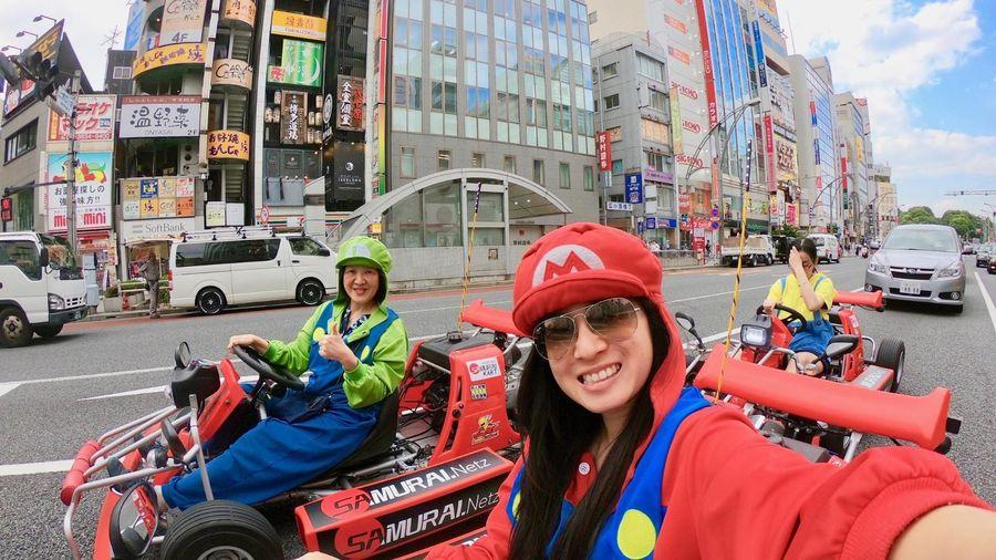 Chơi Mario Kart ngoài đời thực trên đường phố Nhật Bản
