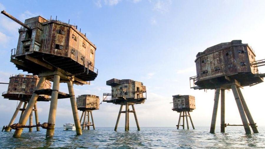 Pháo đài ma trơ trọi giữa biển