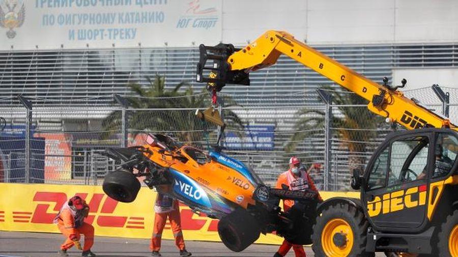 Hamilton bị phạt trong buổi đua chính tại Nga