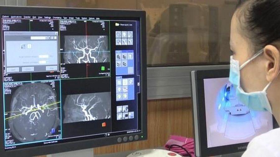 Trực thăng đưa một ngư dân Bình Định vỡ máu não về đất liền