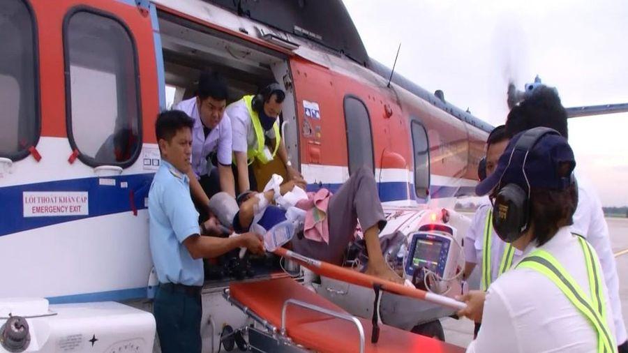 Trực thăng vượt biển đưa ngư dân bị xuất huyết não từ Trường Sa về đất liền điều trị