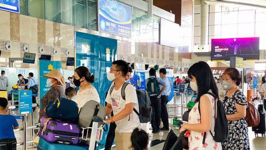 Sân bay Nội Bài sôi động trở lại sau kỳ nghỉ 'COVID -19'