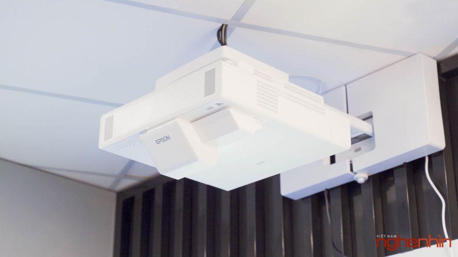 Trải nghiệm EPSON EB-1485FI, máy chiếu Laser tương tác siêu gần, giá 97 triệu có những gì?