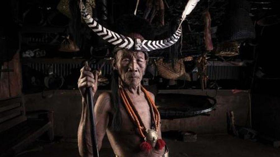 Hình ảnh chiến binh săn đầu người cuối cùng của bộ tộc Ấn Độ