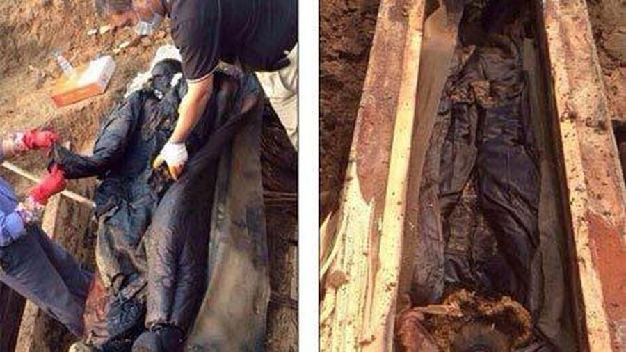 Bí ẩn về xác ướp cổ hóa đen sau khi mở quan tài