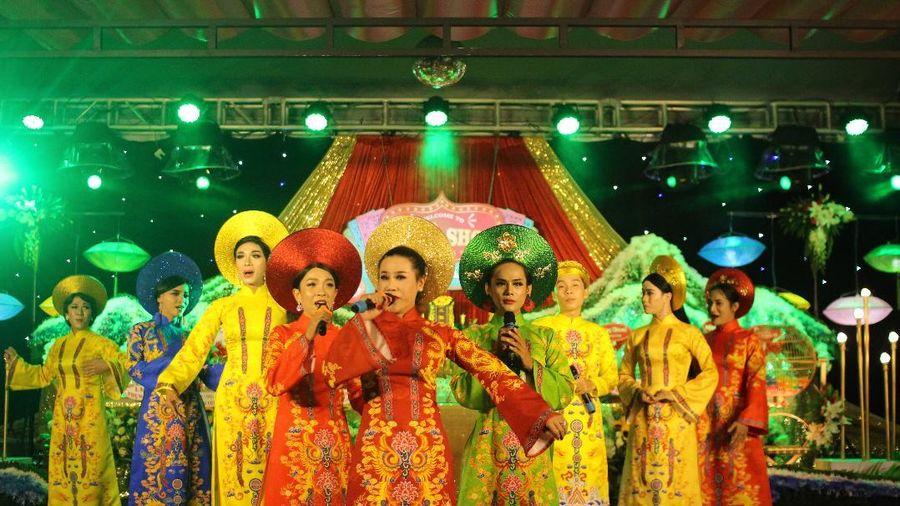 Nghệ sĩ hát lô tô nô nức dự lễ Giỗ Tổ ngành sân khấu mùa COVID-19