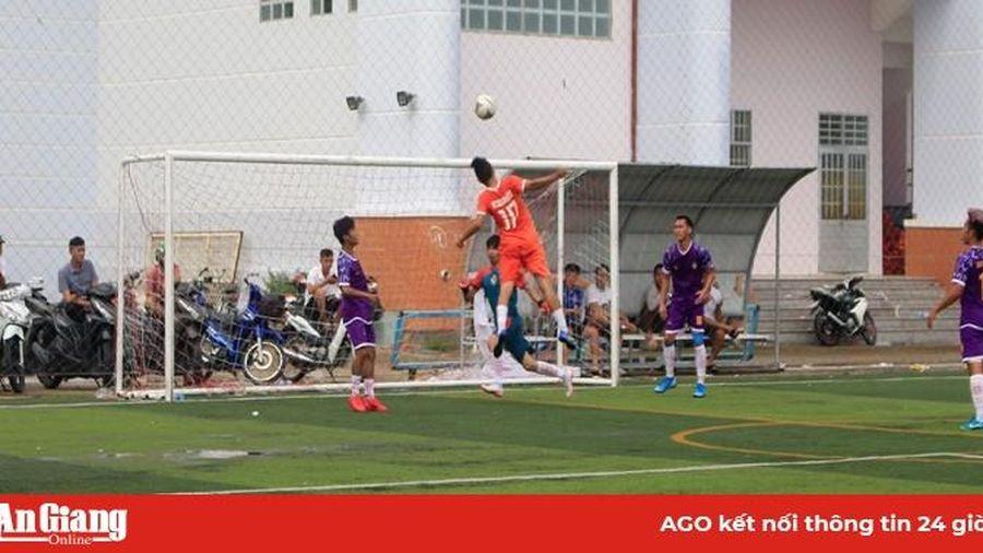 Sôi nổi giải bóng đá phong trào Đồng bằng sông Cửu Long mở rộng lần I năm 2020