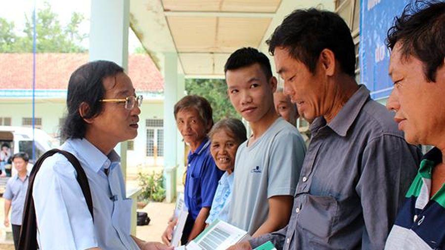 Trao tặng 100 phần quà cho đồng bào nghèo xã Đắc Lua, H.Tân Phú