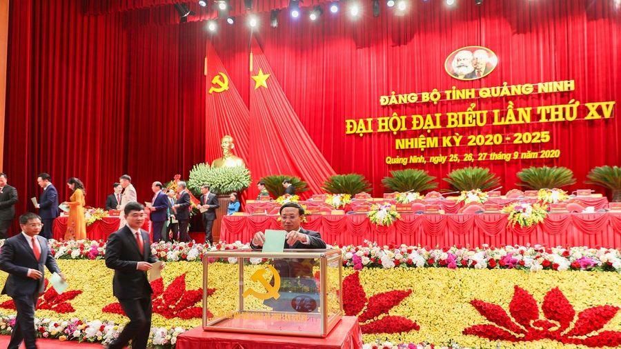 Bầu Đoàn đại biểu đi dự Đại hội Đảng toàn quốc lần thứ XIII và thảo luận tại hội trường