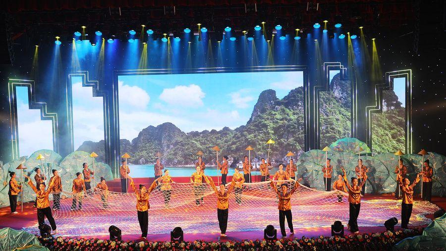 Mít tinh chào mừng thành công Đại hội Đại biểu Đảng bộ tỉnh Quảng Ninh lần thứ XV