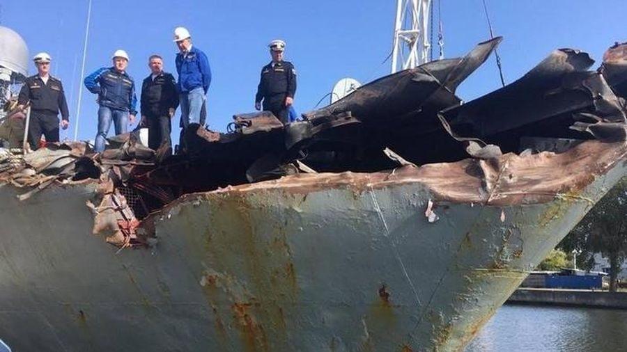 Tàu săn ngầm Nga 'nát tươm' sau va chạm với tàu chở container