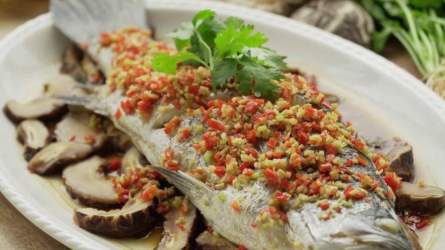 Làm món cá vược hấp ớt gừng