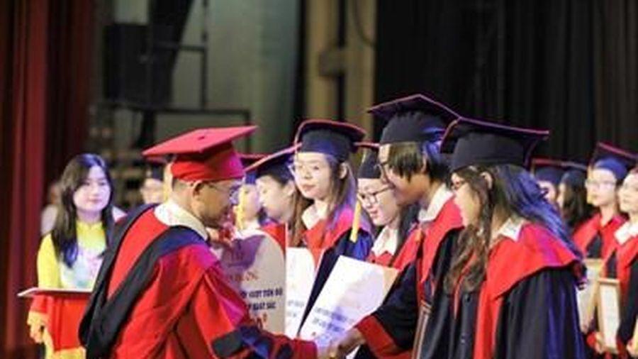 Vinh danh các thủ khoa tốt nghiệp xuất sắc