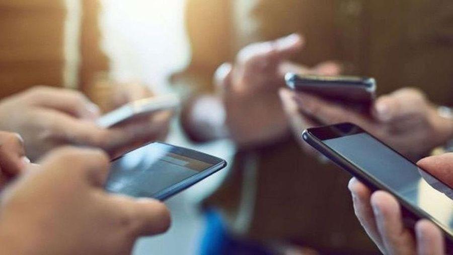 Học sinh dùng điện thoại trong lớp: 'Tạo dựng' bộ phận học sinh 'game thủ'?