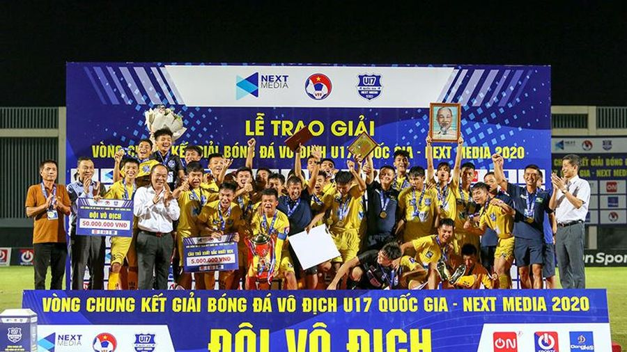 'Cậu bé vàng' Văn Quyến giúp SLNA vô địch U17 Quốc gia
