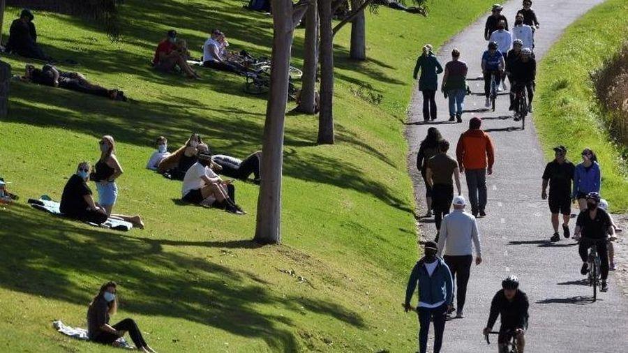 Australia dỡ bỏ giới nghiêm, số ca tử vong do Covid-19 toàn cầu đến gần 1 triệu