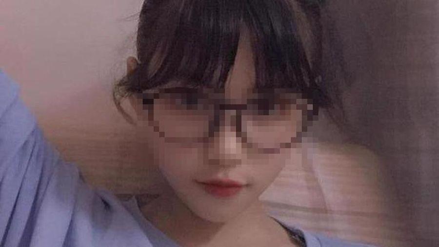Nữ sinh Sơn La 'mất tích' xuất hiện cùng người đàn ông tại sân bay