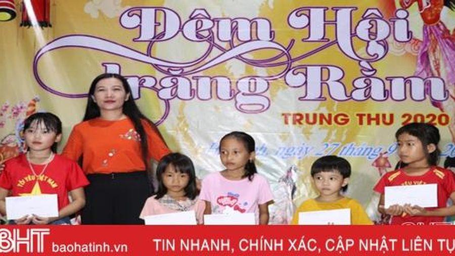 'Đêm hội trăng rằm' vui tươi của học sinh miền núi Hà Tĩnh