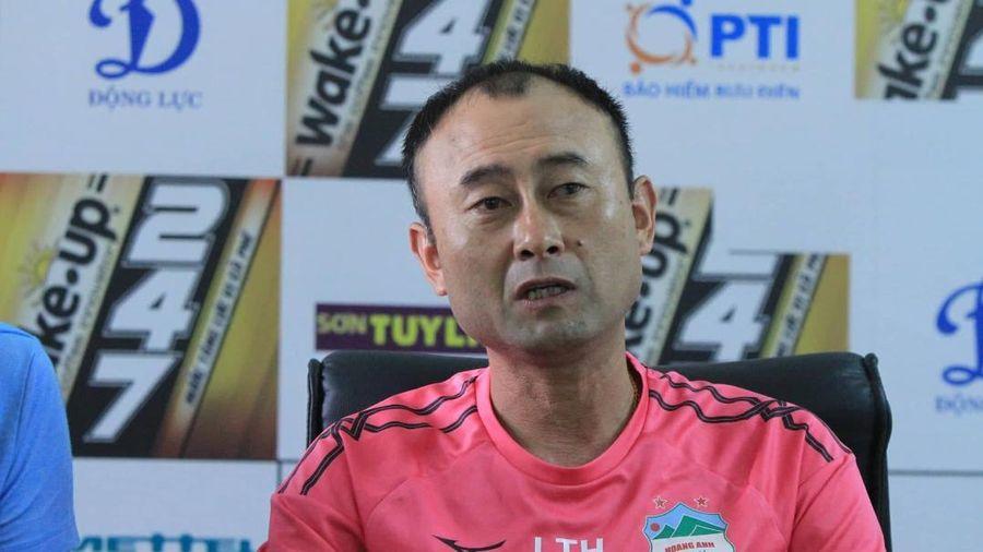 Bầu Đức bất ngờ thay HLV Lee Tae-hoon trước trận cầu sinh tử HAGL vs TP.HCM